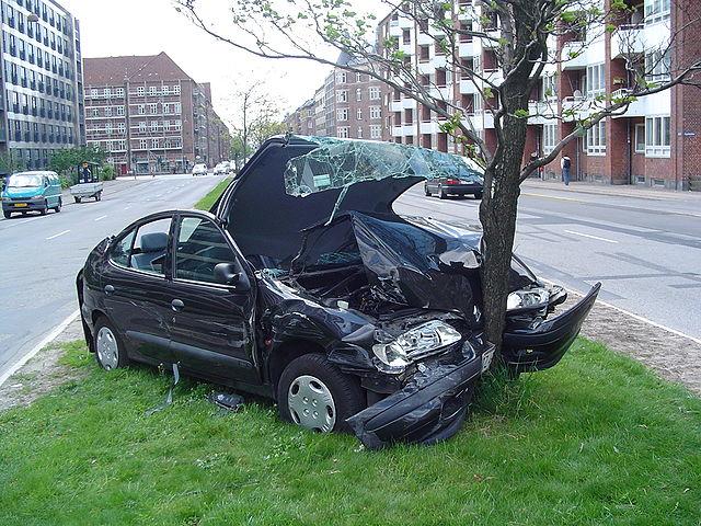 versicherung_car_640